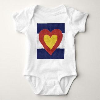 ¡Productos de la bandera de Colorado del corazón Playeras