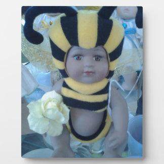Productos de la muñeca de la abeja placa para mostrar