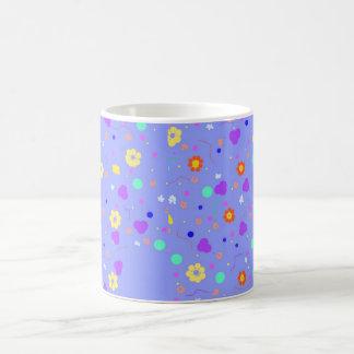 Productos del estampado de plores, completamente a tazas de café