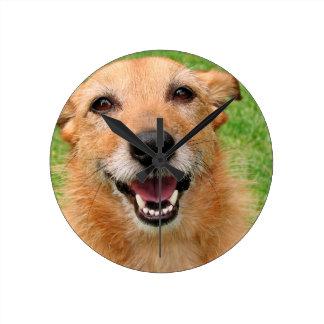 Productos felices del perro del fallecimiento gruñ relojes de pared