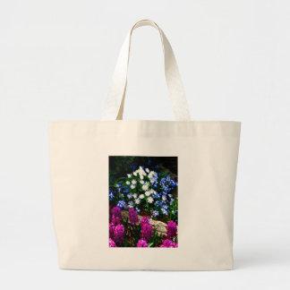Productos púrpuras y blancos azules del diseño flo bolsa tela grande