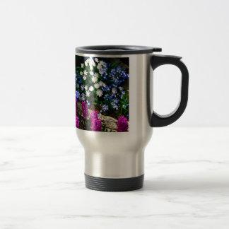 Productos púrpuras y blancos azules del diseño flo taza de café