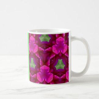 Productos púrpuras y verdes abstractos taza básica blanca