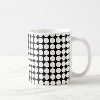 Productos y diseño de lunar blancos y negros taza de café