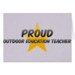 Profesor al aire libre orgulloso de la educación felicitacion