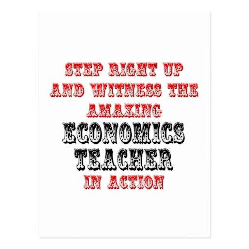 Profesor asombroso de la economía en la acción tarjeta postal