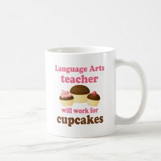 Profesor de artes divertido de lengua taza básica blanca