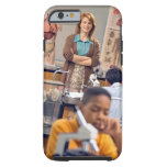 Profesor de biología que se coloca en clase funda de iPhone 6 tough