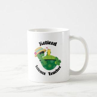 Profesor de ciencias jubilado (tortuga) taza básica blanca