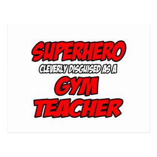 Profesor de gimnasio del super héroe… tarjeta postal