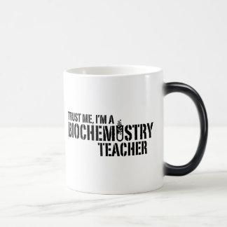 Profesor de la bioquímica taza mágica