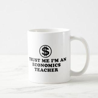 Profesor de la economía tazas de café