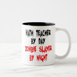 Profesor de matemáticas del asesino del zombi taza de dos tonos