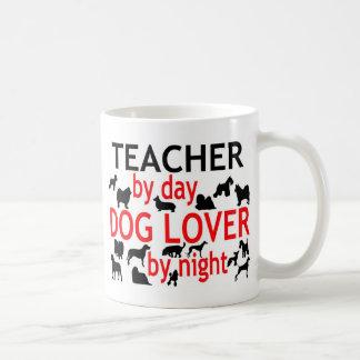 Profesor del amante del perro del día por noche taza de café