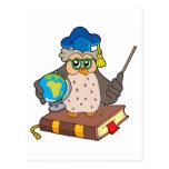 Profesor del búho con el globo postal