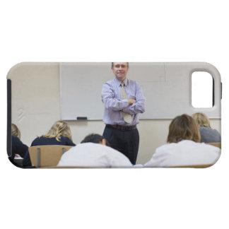 Profesor en el frente de la clase, niños que iPhone 5 fundas