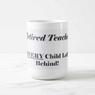 Profesor jubilado, nunca niño dejado detrás de la taza básica blanca