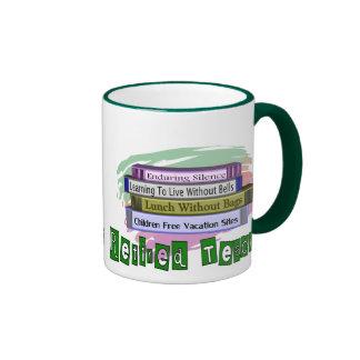 Profesor jubilado (pila divertida de diseño de los taza a dos colores