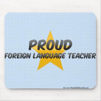 Profesor orgulloso del idioma extranjero tapetes de raton