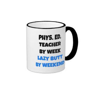 Profesor perezoso de la educación física del extre tazas