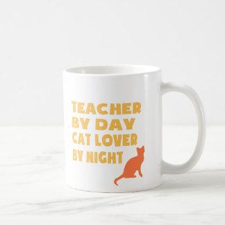 Profesor por el día (amarillo) taza
