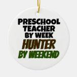 Profesor preescolar del cazador del día por fin de adorno