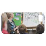 Profesor que da la presentación de la sala de clas iPhone 5 Case-Mate cobertura