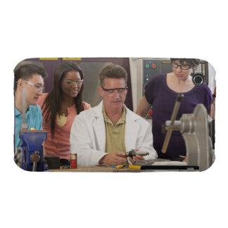 Profesor que demuestra el tenedor de herramienta funda para iPhone 3