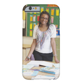 Profesor que se coloca en sala de clase funda de iPhone 6 barely there