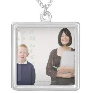 profesor y alumno colgante cuadrado
