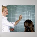 profesor y chica joven delante de la pizarra adent poster