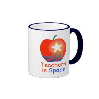 Profesores en la taza del campanero del espacio (a