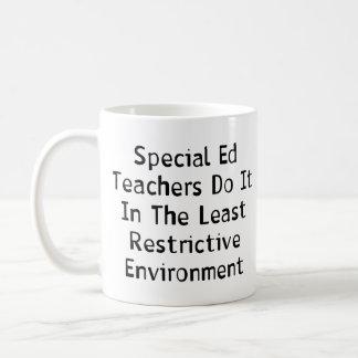 Profesores especiales de Ed Taza Básica Blanca