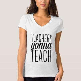 Profesores que van a enseñar a la camisa