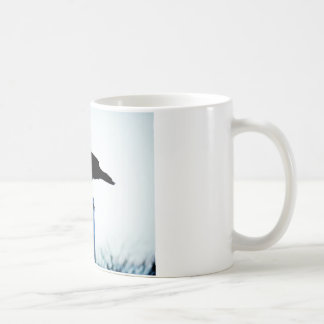 Profundamente en pensamiento taza de café