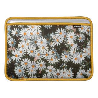 Profusión de las tarimas blancas (Asteraceae) Fundas MacBook