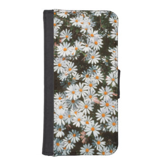 Profusion Of White Daises (Asteraceae) Phone Wallet