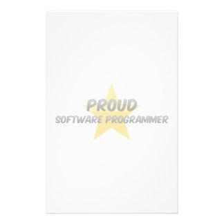 Programador orgulloso del software papelería de diseño