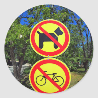 Prohibiting signs no-dogs and no-bikes in the park classic round sticker