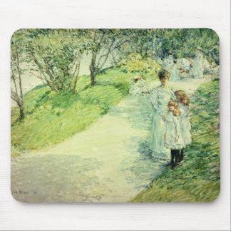 Promenaders en el jardín, 1898 alfombrilla de raton