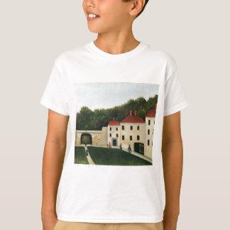 Promeneurs dans un Parc by Henri Rousseau T-Shirt