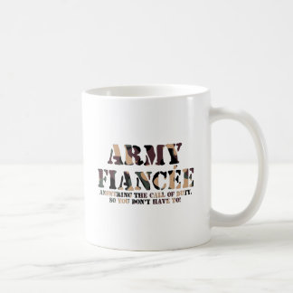 Prometido del ejército que contesta a la llamada taza clásica