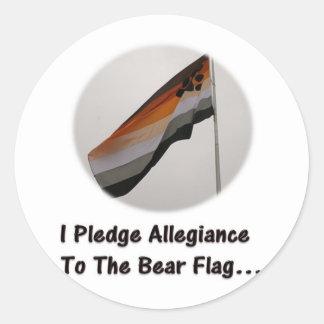 Prometo lealtad a la bandera del oso pegatina redonda