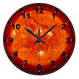 Prominencia estupenda - Sun en espacio Relojes