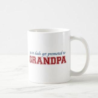 Promovido al abuelo taza de café