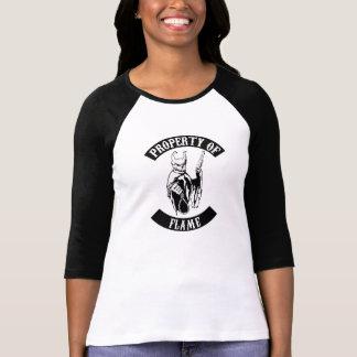 Propiedad de la camiseta del béisbol de la llama playera