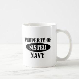 Propiedad de la hermana de la marina de guerra taza