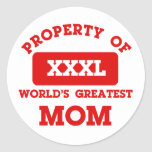 Propiedad de la mamá más grande del mundo pegatina redonda
