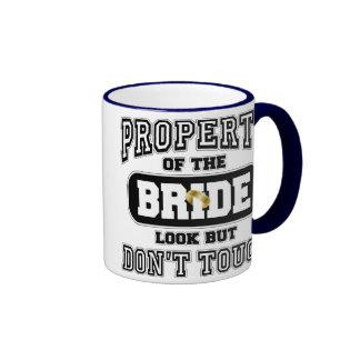 Propiedad de la novia tazas de café