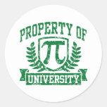 Propiedad de la universidad del pi pegatina redonda